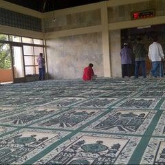 Photo taken at Mesjid Mualimin Cigadung by rendi a. on 5/23/2014