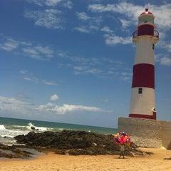 Photo taken at Praia de Itapuã by Fifo on 10/20/2012