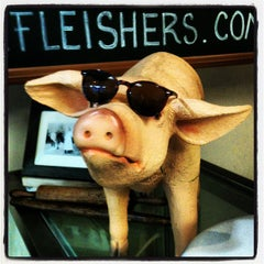 Photo taken at Fleisher's Grass-Fed and Organic Meats by Richard B. on 10/12/2013