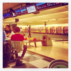 Photo taken at Memory Lanes and the Flashback Cafe by Jonny T. on 1/12/2013