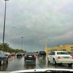 Photo taken at طريق الملك خالد - السفارات / King Khaled Road by abdullah on 4/29/2013