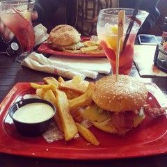 Photo taken at Red Robin Gourmet Burgers by Eriko on 5/5/2013