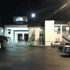 Photo taken at Days Inn & Suites by Steven D. on 10/1/2012