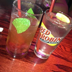 Photo taken at Red Robin Gourmet Burgers by Robert on 2/26/2013
