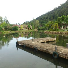 Photo taken at คลองพร้าว รีสอร์ต (Klong Prao Resort Koh Chang) by บุ๋ย ค. on 10/6/2012