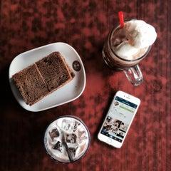 Photo taken at OldTown White Coffee by Amirul C. on 1/9/2015