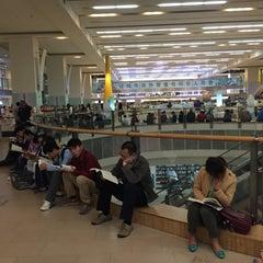 Photo taken at 深圳书城中心城 Central Book City by yanyun c. on 11/28/2015