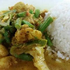 Photo taken at Thai Food by putera sahfiee on 6/15/2015