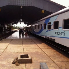 Photo taken at Stasiun Kroya by Rizal H. on 10/29/2012