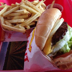 Photo taken at In-N-Out Burger by Gary N. on 1/9/2013
