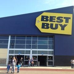 Photo taken at Best Buy by José L. on 1/6/2013