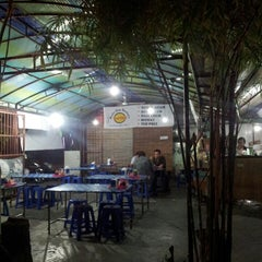 Photo taken at Bubur Ayam Bandung Kartika by Mawan E. on 9/26/2013