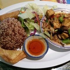 Photo taken at Siam Taste Thai Cuisine by Ani K. on 10/15/2014