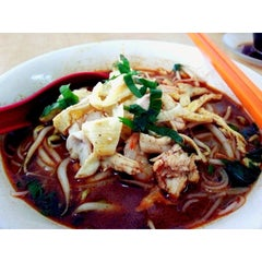 Photo taken at Sin Poh Poh Cafe by YoYo K. on 3/17/2014