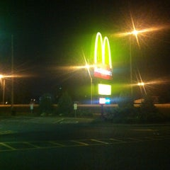 Photo taken at McDonald's by Lee I. on 7/25/2013