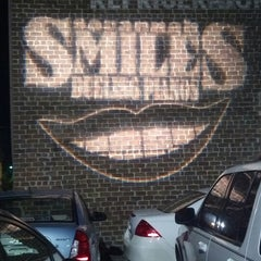 Photo taken at Savannah Smiles Dueling Pianos by Carly M. on 5/25/2013