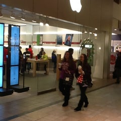 Photo taken at Apple Store, Smith Haven by ilker g. on 12/9/2012