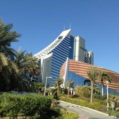 Photo taken at Jumeirah Beach Hotel فندق جميرا بيتش by Emre A. on 2/5/2013