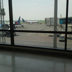 Photo taken at Gate 7 by M4R1A A. on 1/9/2014