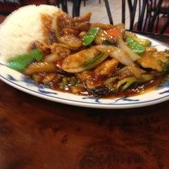 Photo taken at New Hon Wong Restaurant 新恒旺大飯店 by David B. on 11/27/2012