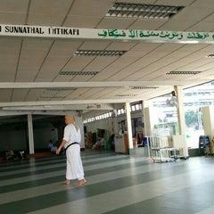 Photo taken at Masjid Angullia (Mosque) by jejaka p. on 6/28/2014