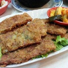 Photo taken at Seng Kee Black Herbal Chicken Soup 成基黑鸡补品 by Simon 사. on 7/16/2013