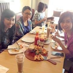 Photo taken at Pizza Hut by Vera  R. on 8/15/2014