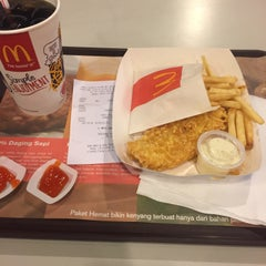 Photo taken at McDonald's by Vera  R. on 12/20/2015