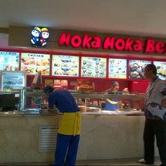 Photo taken at Hoka Hoka Bento by Vera  R. on 2/1/2013
