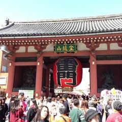 Photo taken at 浅草寺 雷門 (Kaminarimon Gate) by Seunghoon K. on 4/8/2013