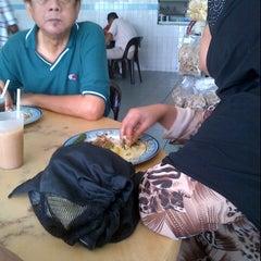 Photo taken at Restoran Roda by Fuad Naufal Y. on 9/22/2012
