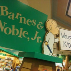 Photo taken at Barnes & Noble by Rob Deezy on 9/20/2011