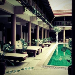 Photo taken at Ruean Thai Hotel Sukhothai by ธีรนาท ล. on 10/8/2013