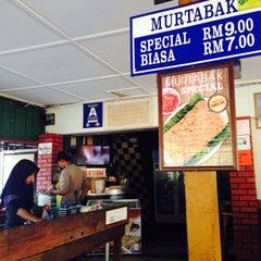 Photo taken at Murtabak Mengkasar by Hakimi S. on 10/8/2015