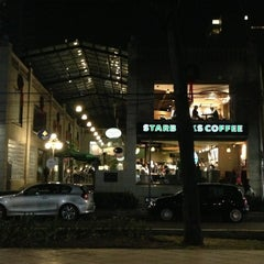 Photo taken at Starbucks by Alfredo G. on 1/11/2013