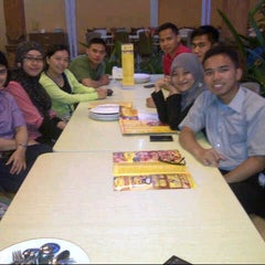 Photo taken at D'Cost Seafood by Novi K. on 1/8/2014