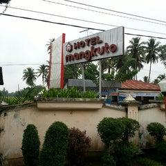 Photo taken at HOTEL MANGKUTO PAYAKUMBUH by Armas S. on 3/30/2013