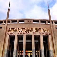 Photo taken at Estádio Municipal Paulo Machado de Carvalho (Pacaembu) by Daniel Costa d. on 5/5/2013