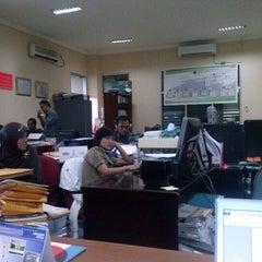 Photo taken at Badan Kepegawaian Daerah Kota Samarinda by pmin v. on 11/13/2012