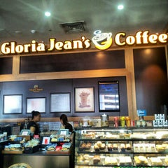 Photo taken at Gloria Jean's Coffees by Абдрей Н. on 3/1/2013