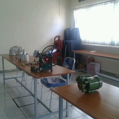 Photo taken at Laboratorium Mekatronika by Fariz A. on 6/14/2013