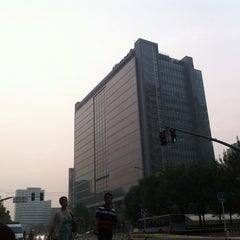 Photo taken at Microsoft Beijing West Campus 微软亚太研发集团总部 by Henry h. on 8/28/2013