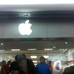Photo taken at Apple Store, Brent Cross by Marat A. on 12/22/2012