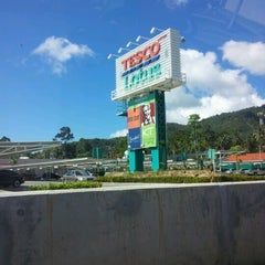 """Photo taken at Tesco Lotus (เทสโก้ โลตัส) by A""""More จ. on 10/11/2012"""