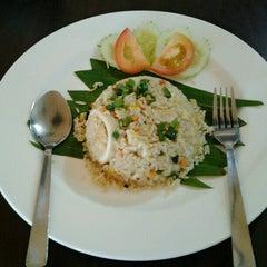 Photo taken at Pormtip Thai Restaurant by Michelle L. on 7/25/2013