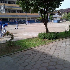 Photo taken at SMA Kristen Immanuel by wanda rizki a. on 4/3/2013