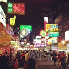 Photo taken at 逢甲夜市 Fengjia Night Market by Fan C. on 3/22/2013