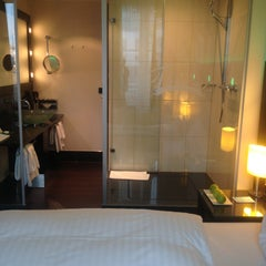 Photo taken at Fleming's Hotel München City by Tatyanita A. on 8/9/2013