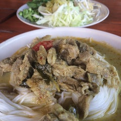 Photo taken at ขนมจีนสวนสิริน (วัชรพล) by Mr.Kaikub on 11/17/2014