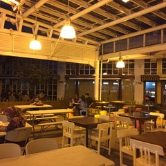Photo taken at Food Court Lt.9 Menara Jamsostek by Dipo L. on 3/20/2015